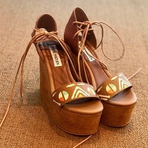 Steve Madden tan wedges with colorful detail